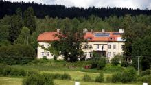 In spring 2012, Sandra moved into this Lindsberg 3000 m2 house with Rebecka, Kinna & Pablo