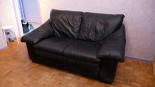 When you have a low budget, second hand is the way to go, Denis found this sofa on ebay for 10 euros